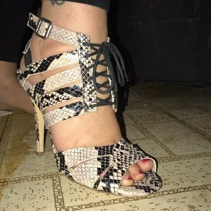 Beautiful slake print peep toe,lace up sexy heels